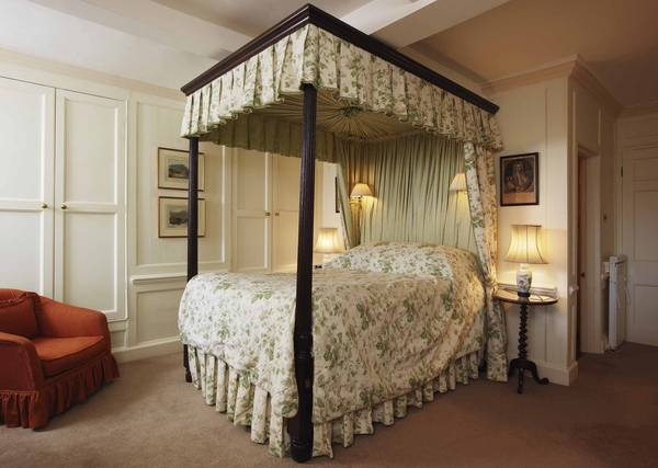 Four Poster R15