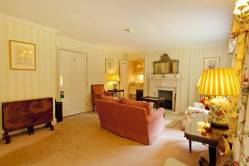 Room 47 Court Suite