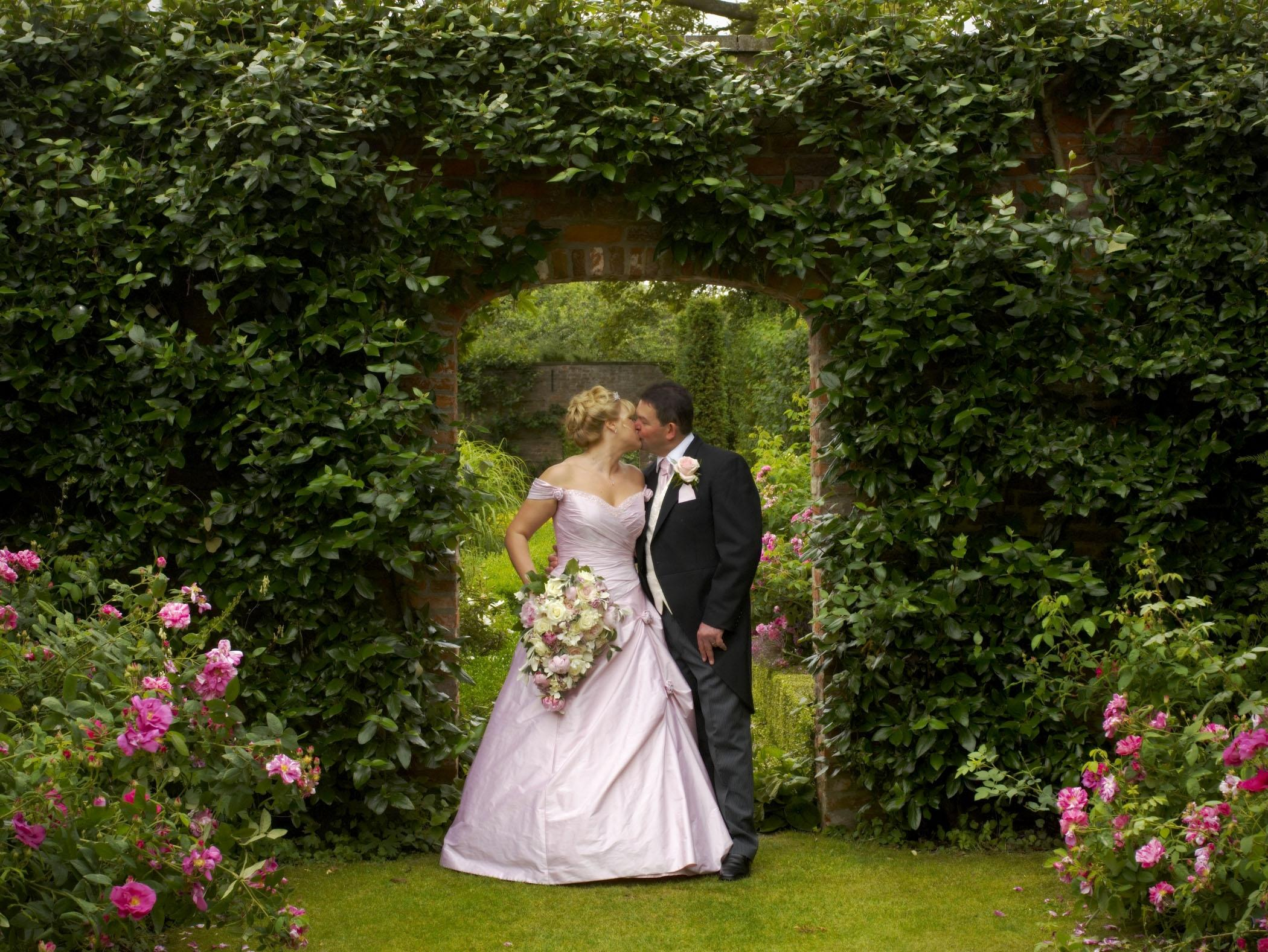 Kiss in Walled Garden